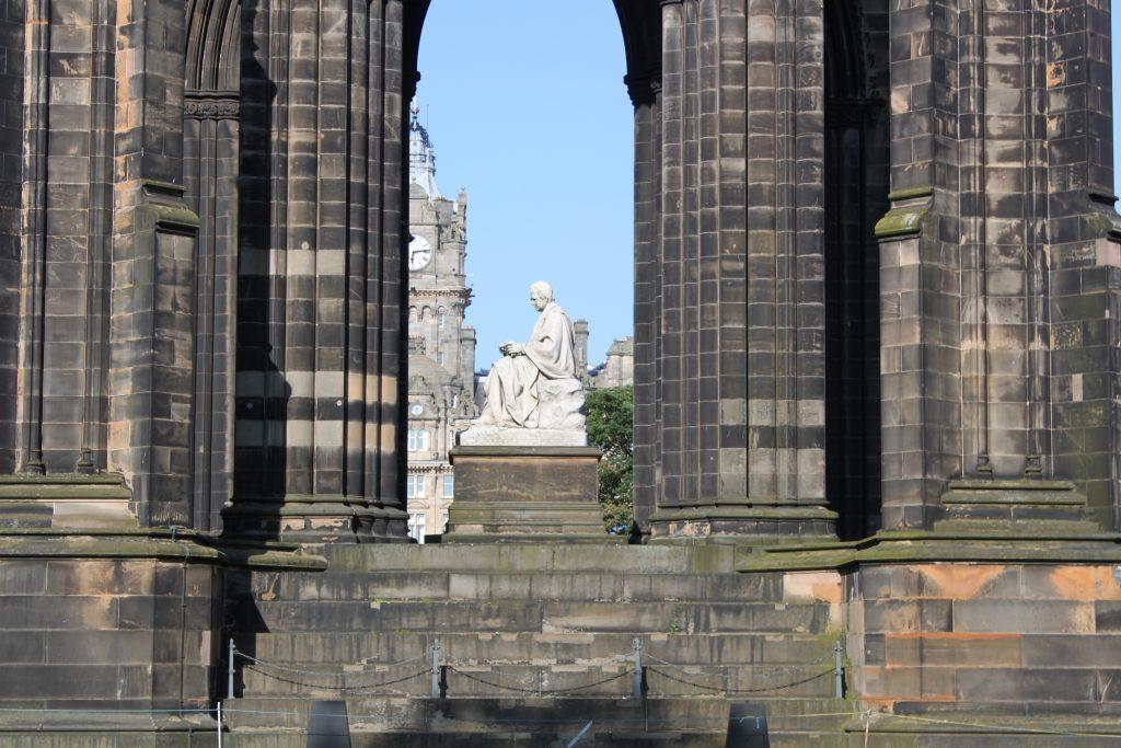 La estatua que representa a Walter Scott. Foto: Laura Medina Alemán