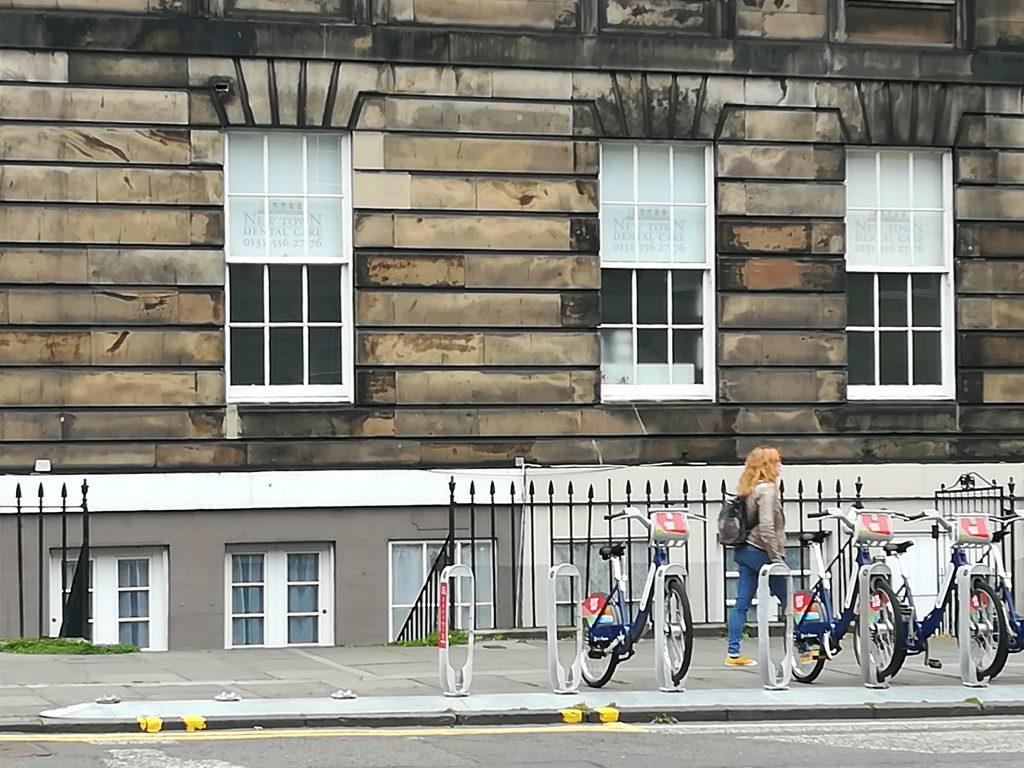 Estación de bicicletas en Dundas Street. Foto: Laura Medina Alemán