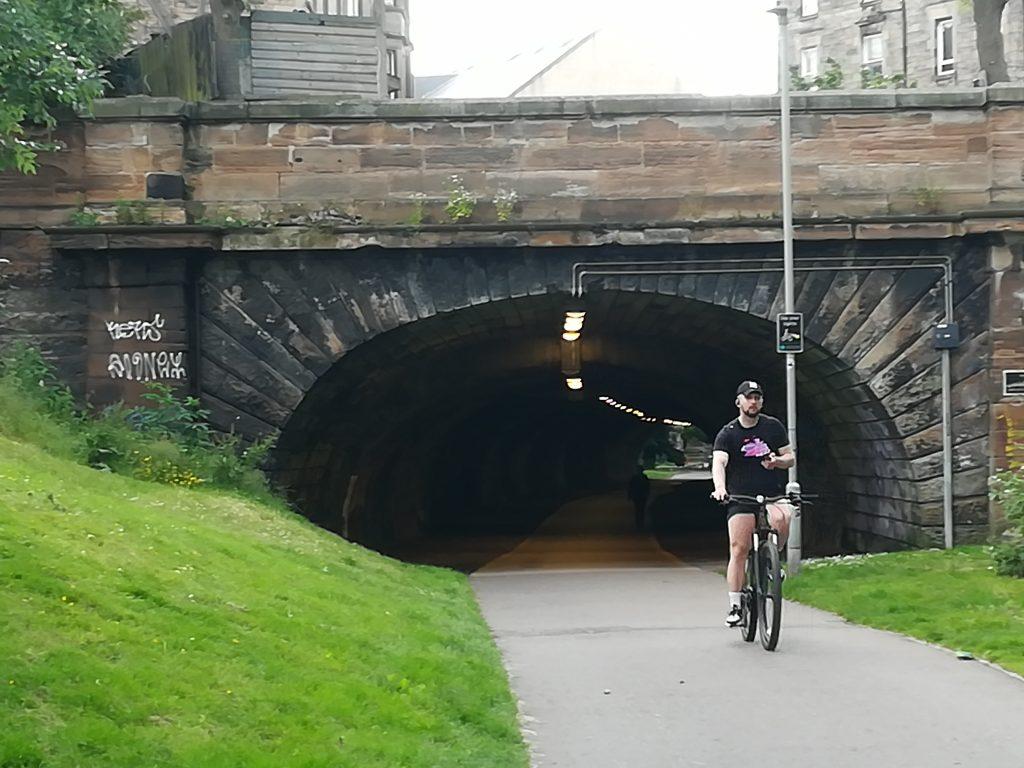 Uno de los túneles que conforma el entramado de rutas ciclistas de la zona norte. Foto: Laura Medina Alemán