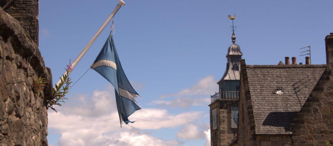 La bandera escocesa ondeando en Stirling.  Foto: Laura Medina